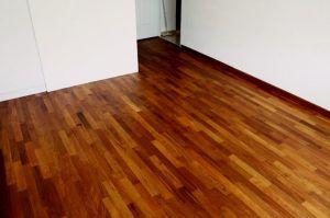 barnizar suelos de madera