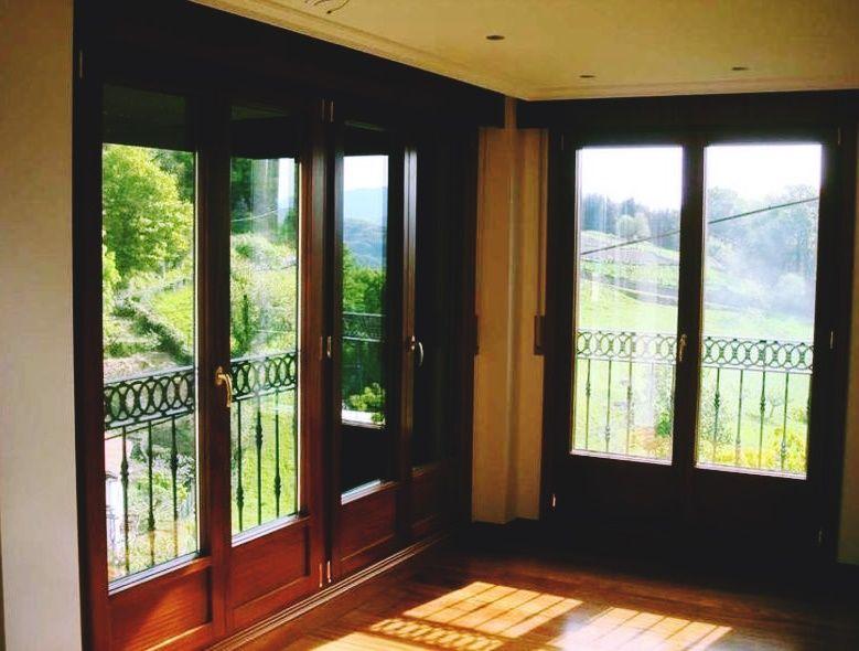 Tipos de ventanas madera aluminio y pvc grupo julio diaz for Ventanas pvc madera